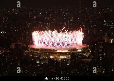 Tokio 2020 Paralympische Spiele - Abschlussfeier Der Olympischen Spiele 2020 In Tokio - Olympiastadion, Tokio, Japan - 5. September 2021. Feuerwerk während der Abschlusszeremonie REUTERS/Molly Darlington