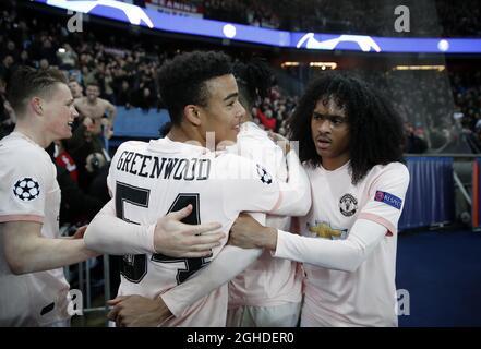 Die Mason Greenwood und Tahith Chong von Manchester United feiern bei der Finalpfeife während des sechzehn-gewinnt-Spiels der UEFA Champions League im Parc des Princes Stadium in Paris. Bilddatum: 6. März 2019. Bildnachweis sollte lauten: David Klein/Sportimage via PA Images