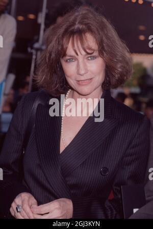 Los Angeles.CA.USA. BIBLIOTHEK. Jacqueline Bisset bei den 24. Saturn Awards. Juni 1998. Ref:LMK30-SLIB080921LLUO-001 Laura Luongo/PIP-Landmark Media WWW.LMKMEDIA.COM.