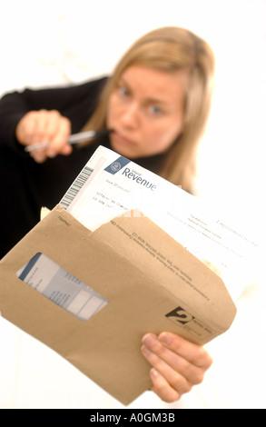 Frau mit Steuererklärungen - Stockfoto