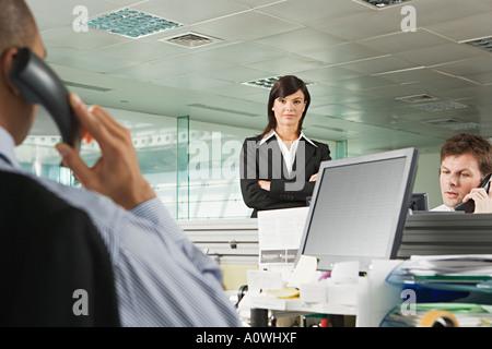 Geschäftsfrau und Büroangestellte - Stockfoto