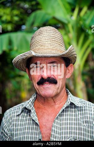 Ein Landwirt, Boca Sama, in der Nähe von Guardalavaca, Provinz Holguin, Kuba - Stockfoto