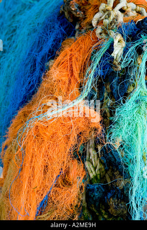 Nahaufnahme von bunten Fischernetze, Seile und Schnüre - Stockfoto