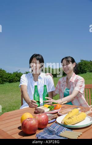Junges Paar genießen Picknick - Stockfoto