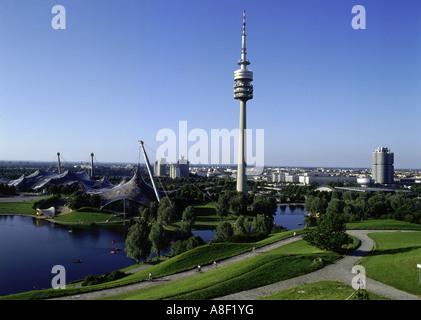 Geographie / Reisen, Deutschland, Bayern, München, Olympiagelände, Olympiaturm, BMW, Gebäude, Architektur, See, - Stockfoto