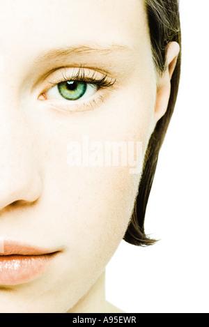 Teenager-Mädchen Gesicht, beschnitten, Vorderansicht - Stockfoto