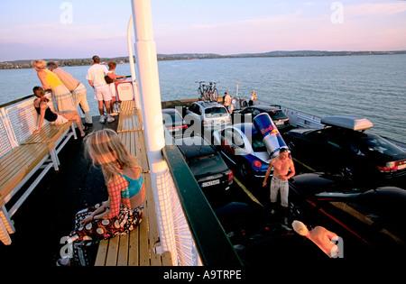 Plattensee Ungarn: die Fähre, die den See überquert verlässt die Stadt von Tihany um Touristen zu anderen Städten - Stockfoto