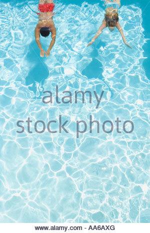 Paar im pool - Stockfoto