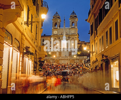 Rom Italien spanische Treppe von Via dei Condotti gesehen - Stockfoto