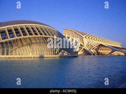 Hemisferic und Wissenschaftsmuseum bei Sonnenuntergang Stadt der Künste & Wissenschaften Valencia Spanien - Stockfoto
