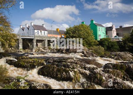 Sneem River unterhalb Straße Brücke, Ring of Kerry touristischen Route, Sneem, Iveragh-Halbinsel, County Kerry, - Stockfoto