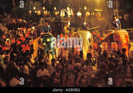 Sri Lanka Colombo, Elefanten am Peharera Festival - Stockfoto