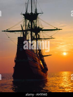 Mayflower II Replica bei Sonnenuntergang - Stockfoto