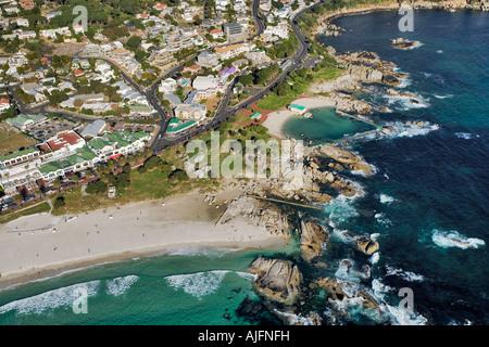 Luftaufnahme von weißen Sandstränden und dem Atlantischen Ozean-Cape Town-Südafrika - Stockfoto