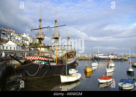 Replik von Golden Hind in Hafen von Brixham South Devon - Stockfoto
