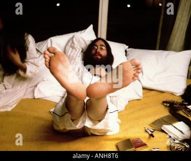 BEATLES John Lennon und Yoko Ono während ihrer Woche lange Bett im für den Frieden im Queen Elizabeth Hotel Montreal - Stockfoto