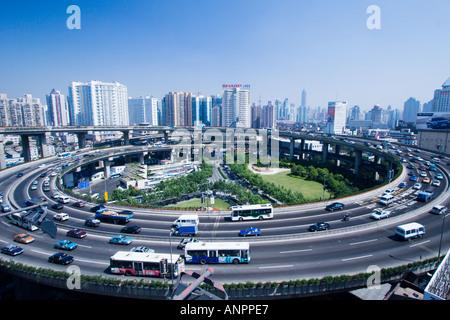 Nanpu-Brücke auf Rampe Shanghai China - Stockfoto