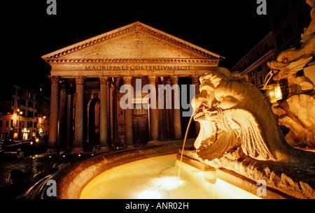 Fontain und Pantheon Italien Rom Piazza della Rotonda - Stockfoto