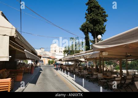 Straße Cafe in der Nähe der Burg in der Altstadt, Limassol, South Coast, Zypern - Stockfoto