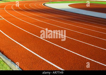Teure Desolate unbenutzten sportlichen Leichtathletik an der örtlichen High School - Stockfoto