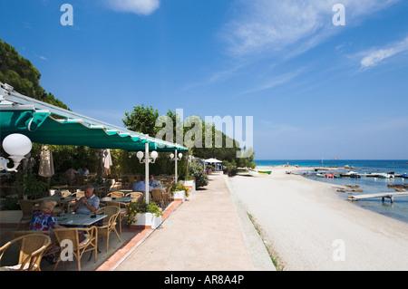 Strandrestaurant, Pinarello, in der Nähe von Porto-Vecchio, Korsika, Frankreich - Stockfoto