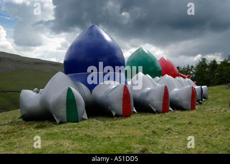 Aufgeblasenen AMOZOZO LUMINARUM in Clapham North Yorkshire - Stockfoto