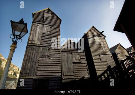 Viktorianische Net Shop Hütten in der Altstadt von Hastings Strand große schwarze hölzerne net Geschäfte wurden - Stockfoto