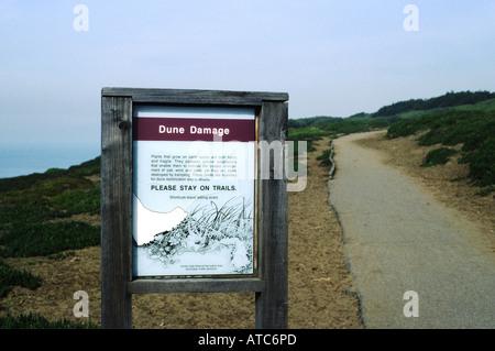 Warnzeichen Besucher drängen auf Wanderwege Düne Pflanzen schützen bleiben - Stockfoto