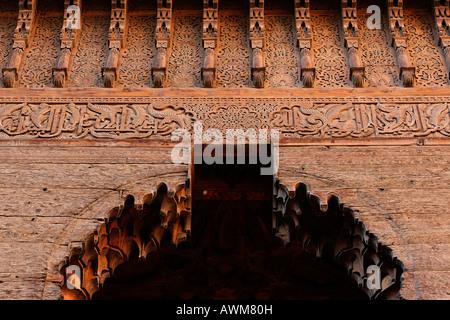 Wunderschöne Schnitzereien an der kleinen Mausoleum der saadien Gräber, Medina, Marokko, Afrika - Stockfoto