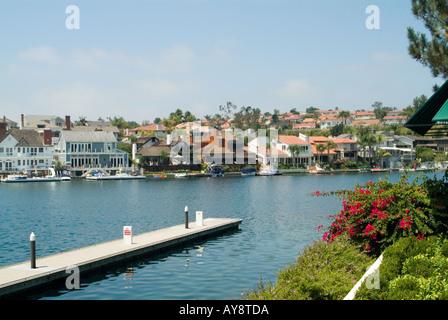 Mission Viejo befindet sich in Orange County, Kalifornien. Ein künstlicher See, umgeben von einer sicheren community - Stockfoto