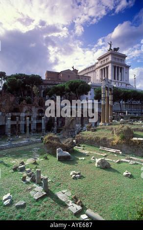 Das Forum und Denkmal für Victor Emanuelle Rome Italy - Stockfoto