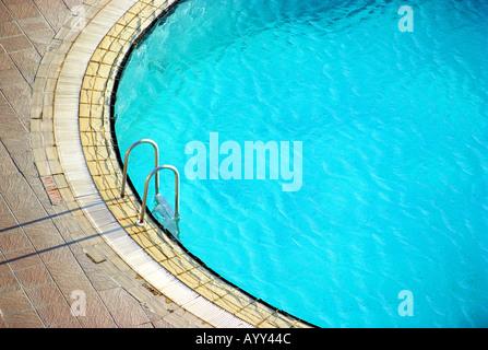 Ein leeres Hotel-Schwimmbad - Stockfoto