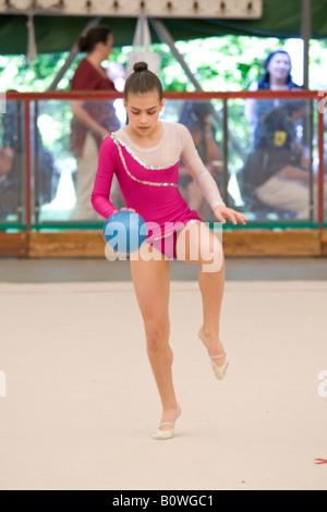 kleine Mädchen rhythmische Gymnastik - Stockfoto