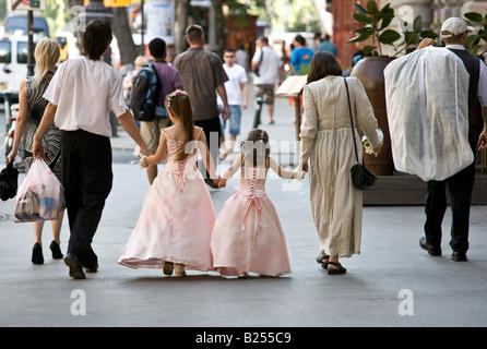 Hochzeit-Gruppe in der Straße - Stockfoto