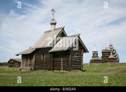 St. Lazarus Kirche aus dem Muromsky-Kloster und der Kizhi Pogost auf Onega-See in Karelien, Russland - Stockfoto