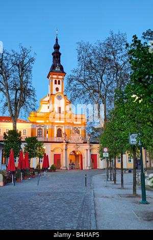 Kirche, leuchtet in der Dämmerung, Niederlausitz, Brandenburg, Deutschland - Stockfoto