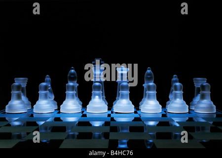 Nahaufnahme der Figuren auf dem Schachbrett - Stockfoto