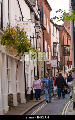 Menschen zu Fuß in die Straße Ludlow Shropshire England UK - Stockfoto