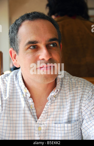Porträt eines Mannes in einem café - Stockfoto