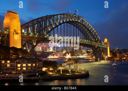 Sydney Harbour Bridge und Park Hyatt Sydney Hotel bei Nacht Sydney New South Wales Australien - Stockfoto
