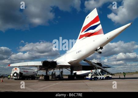 British Airways Concorde am Flughafen Birmingham bei ihrem letzten Besuch vor Verschrottung betankt werden - Stockfoto