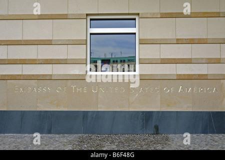 Beschriftung der Botschaft der Vereinigten Staaten am Pariser Platz, Deutschland, Berlin - Stockfoto