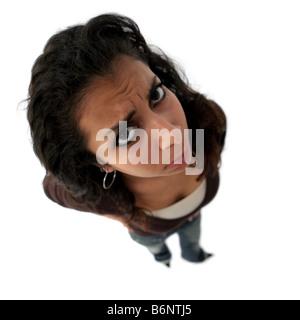 Ein Teenager wütend Inderin das Bild wurde mit fisheye-Objektiv aufgenommen. - Stockfoto