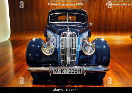 BMW Museum, BMW 335, München, Bayern, Deutschland, Europa - Stockfoto