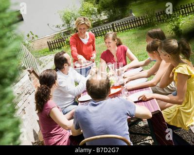 Familie bei einem Picknick - Stockfoto