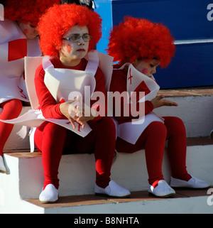 Kinder Kostüm für spanische Karnevalsfeiern in Meer Stadt von La Herradura an der Costa Tropical Südspanien te - Stockfoto