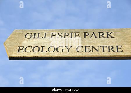 Wegweiser Richtung Gillespie Park und Islington Ökologie Zentrum Highbury London England UK - Stockfoto