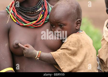 Afrika-Äthiopien-Omo Valley Daasanach Stamm Frau und baby - Stockfoto