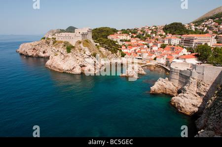 Bucht in der Nähe der alten Stadtmauern von Dubrovnik, Kroatien. - Stockfoto