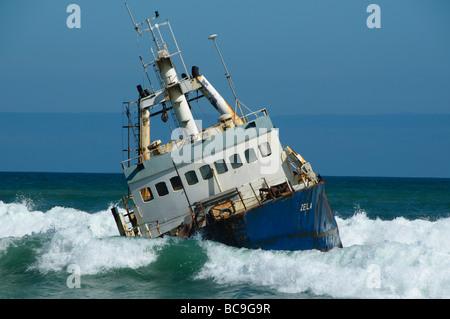 Schiffbruch vor der Skelett-Küste in Namibia - Stockfoto